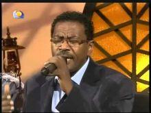 بالفيديو:مصطفي السني يغني (حكاية) عبدالعزيز محمد داؤود