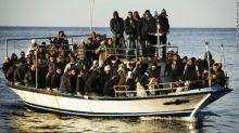 البحر ابتلع السفينة بمن فيها احد الناجيين يروي  تفاصيل مثيرة عن حادثة سفينة الموت