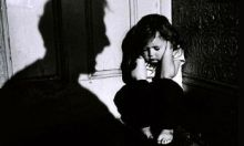 الظروف الاقتصادية تؤدي للعنف الأسري  عنف طفل