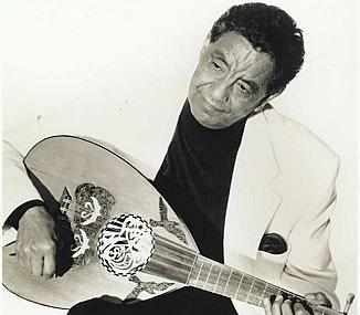 كل وردي وإنتو طيبين أبو قطاطي مسبب حالة الإغماءة الأولى في أغنيات فنان إفريقيا