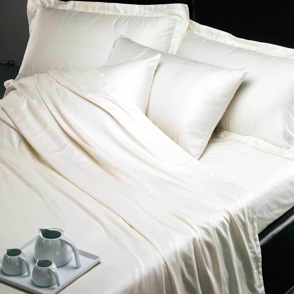 سرير ابيض