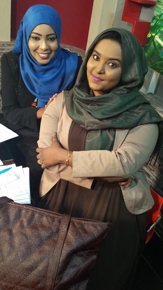 المذيعة ميسون عبد النبي وصديقتها
