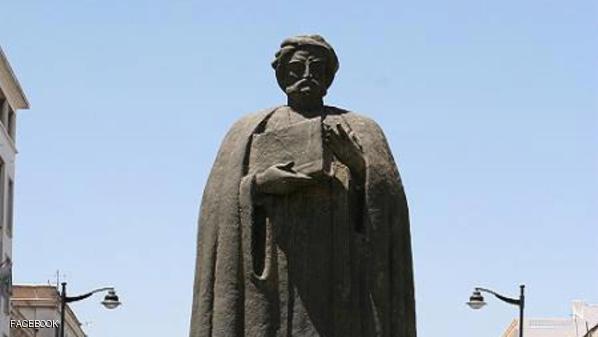 تمثال لابن خلدون في تونس