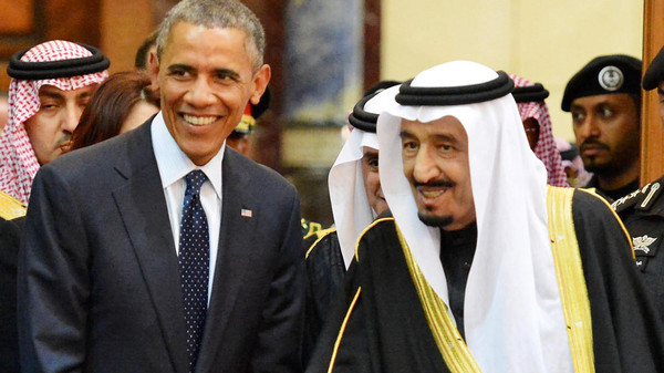 epa04589115 A handout picture provided by the Saudi Press Agency (SPA) shows US President, Barack Obama (L) and the new Saudi King, Salman bin Abdul Aziz (R), shortly after his arrival in Riyadh, Saudi Arabia, 27 January 2015. Obama cut short his trip to India to head a high profile delegation to one of America's closest allies in the Middle East to offer his condolences on the death of the late King Abdullah bin Abdulaziz al-Saud and attend a bilateral meeting at the Erga Palace, to discuss regional developments including Yemen, Iran and the ongoing unrest resulting form the activities of the group calling themselves the Islamic State (IS).  EPA/SAUDI PRESS AGENCY / HANDOUT  HANDOUT EDITORIAL USE ONLY/NO SALES