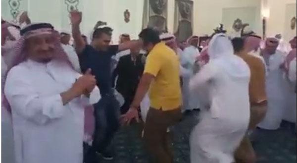 مصريون يشعلون حفل