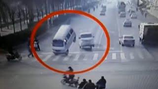 سيارات تهتز وترتفع عن الأرض