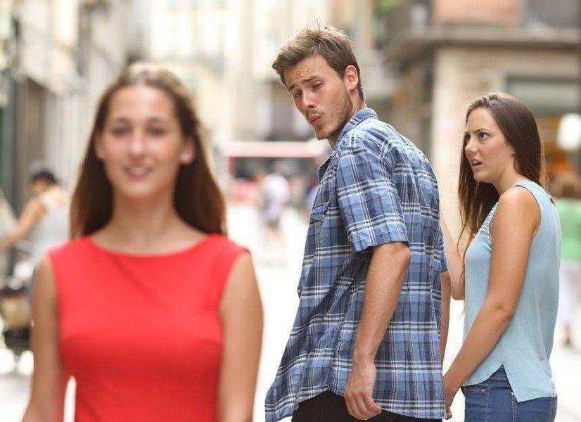 نظر الزوج إلى نساء أخريات