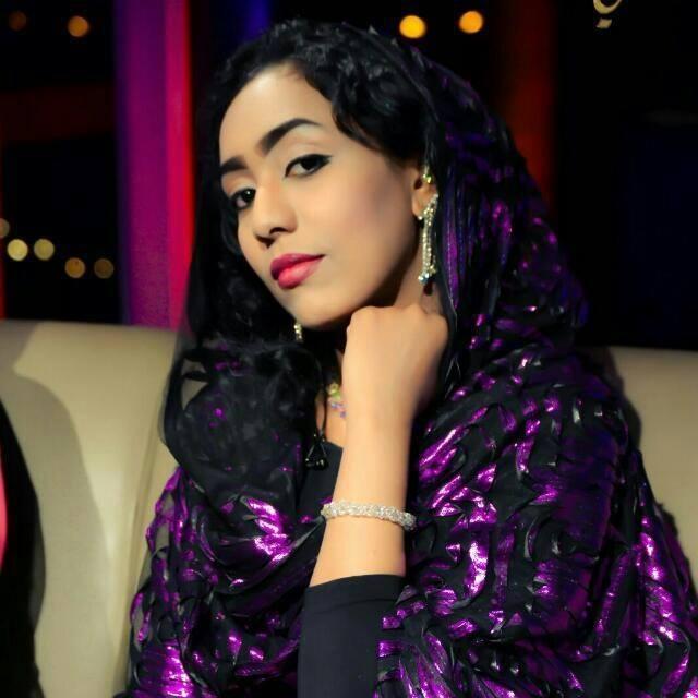 المذيعة نعمة عثمان تسحر رواد مواقع التواصل