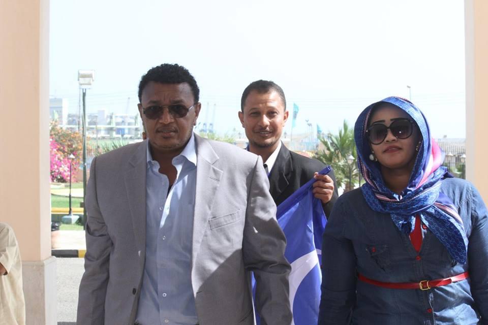 """الصحفية فاطمة الصادق تظهر مع """"شريكها"""" سيف الهلال البتار"""