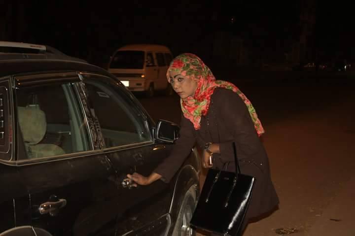 الصحفية محاسن أحمد عبد الله تجسد شخصية بنات الليل بالخرطوم وتخرج بالكثير والمثير