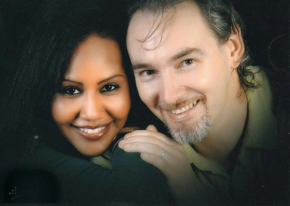 المطربة السودانية هند الطاهر وزوجها الفرنسي المسلم