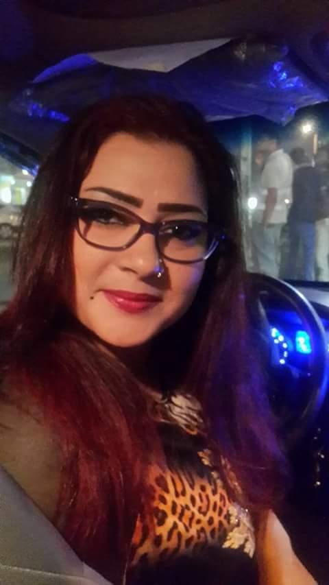 المطربة السودانية مونيكا تفاجئ معجبيها بالنظارة وتبعث لهم برسالة الشوق