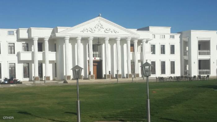 النائب البرلماني السوداني صاحب البيت الأبيض بكافوري يتحدث عن سر بناء البيت الذي أثار ضجة واسعة بالخرطوم