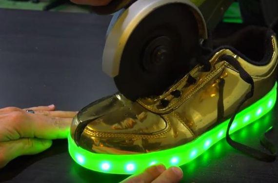 حذاء الـ LED المضيء