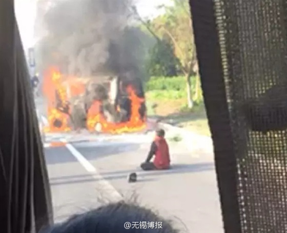 زوج يضحى بحياته لإنقاذ زوجته من حريق سيارة2