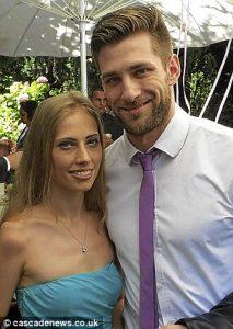 عروس تحتفل بزفافها بعد إلغائه مرتين لأسباب كارثية 1