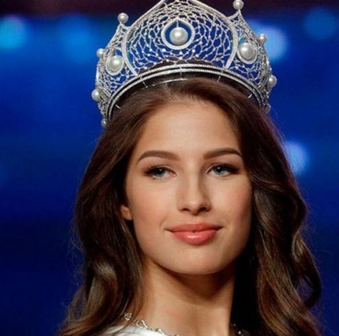 الحسناء يانا دوبروفولسكايا بلقب ملكة جمال روسيا للعام 2016