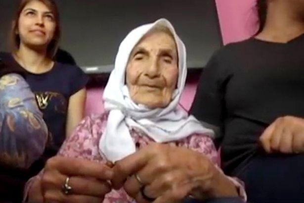 امرأة تبلغ 111 لديها 120 حفيدا تكشف سر طول عمرها