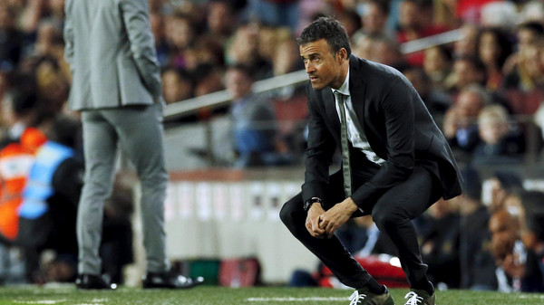 Football Soccer - Barcelona v Valencia - Spanish Liga BBVA - Camp Nou stadium, Barcelona - 17/4/16Barcelona's coach Luis Enrique reacts against Valencia.  REUTERS/Albert Gea