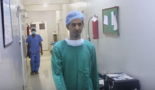 الفنان طه سليمان يدخل غرفة العمليات