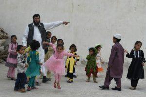 رجل لديه 35 طفلًا ويبحث عن زوجة رابعة تنهال عليه عروض الزواج