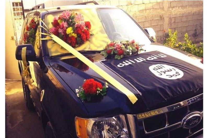 """سيارات زفاف """"داعش"""" تغزو الإنترنت"""
