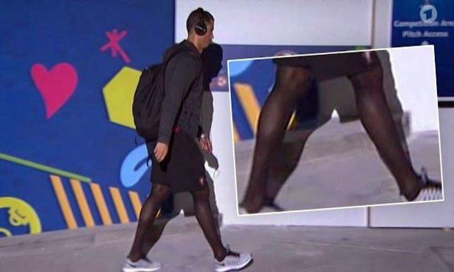 """يورو 2016.. لماذا ارتدى رونالدو جوارب """"نسائية""""؟"""