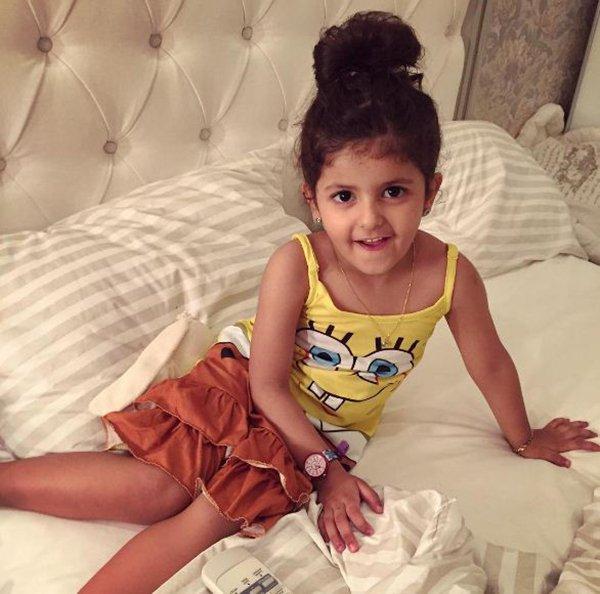 من هي الطفلة ايلين شقيقة رغد دايز التي تسببت بفوضى بأحد مولات جدة3