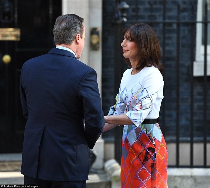 دموع زوجة «كاميرون» بعد إعلان خروج بريطانيا من الاتحاد الأوروبي3