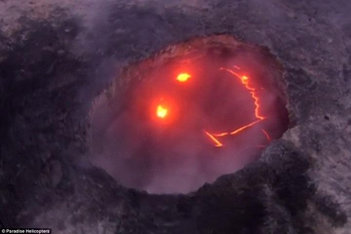 بركان نشط يفاجئ الجميع بابتسامته