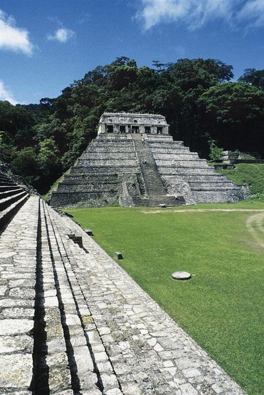علماء آثار يكتشفون بوابة «العالم الآخر»