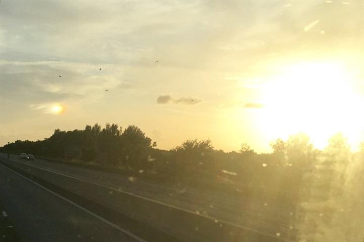 لقطة نادرة لظهور شمسين في سماء بريطانيا