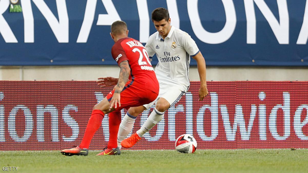 COLUMBUS, OH - JULY 27: Álvaro Morata #21 of Real Madrid C.F. attempts to dribble the ball past Layvin Kurzawa #20 of Paris Saint-Germain F.C  on July 27, 2016 at Ohio Stadium in Columbus, Ohio. (Photo by Kirk Irwin/Getty Images)