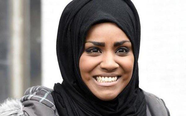 أشهر صانعات الكعك في بريطانيا تكشف سبب ارتدائها الحجاب