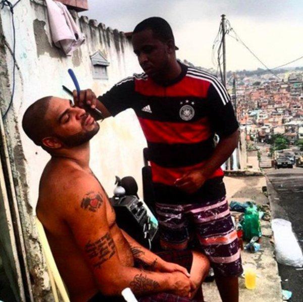 البرازيلي أدريانو.. من نجم كرة قدم إلى مجرم عصابات