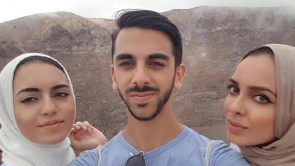 سبب غريب وراء طرد 3 أشقاء مسلمين من طائرة بريطانية