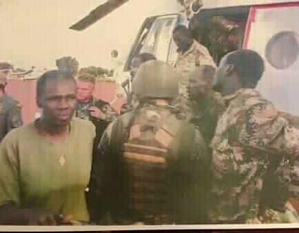 ظهور صور رياك مشار لحظة وصوله الى دولة الكونغو3