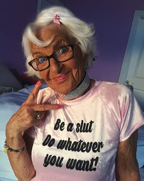 عجوز تشعل «فيس بوك» برشاقتها وأناقتها1