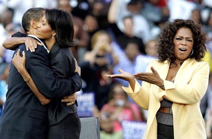 لقطات مذهلة لقصة حب باراك وميشيل أوباما من 1989 حتى الآن