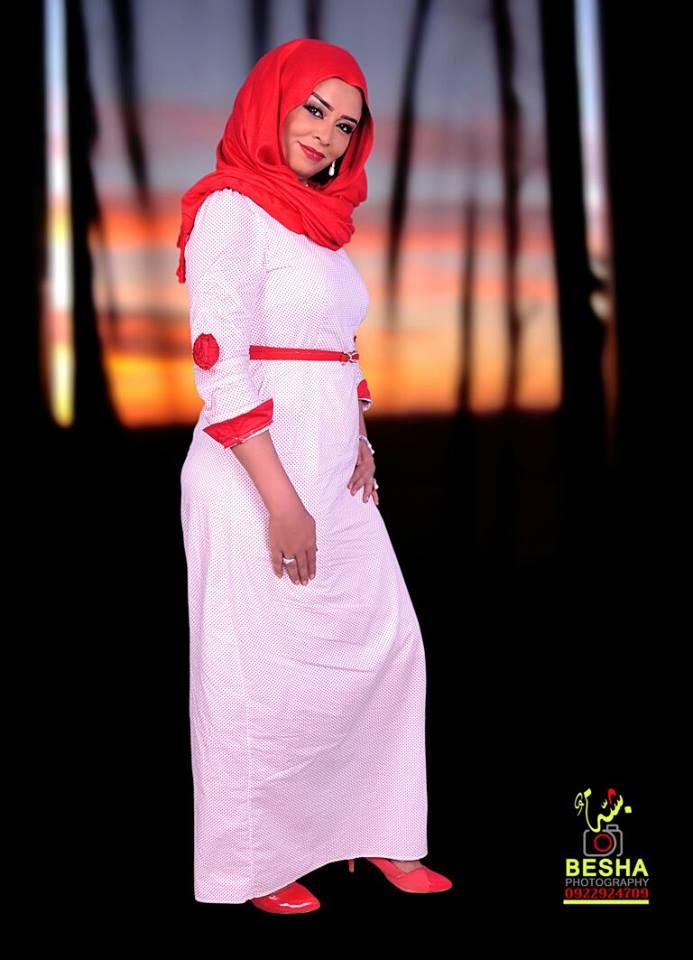 نجمة النيل الأزرق مني الطيب تتصدر صفحات مواقع التواصل الاجتماعي