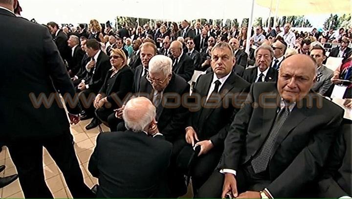 صورة شكري وزير الخارجية المصري متأثرا في جنازة «بيريز» تثير غضب المصريين والعرب
