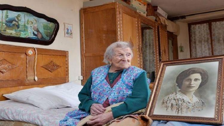 آخر إنسان حي منذ عام  عجوز مسنة 1899