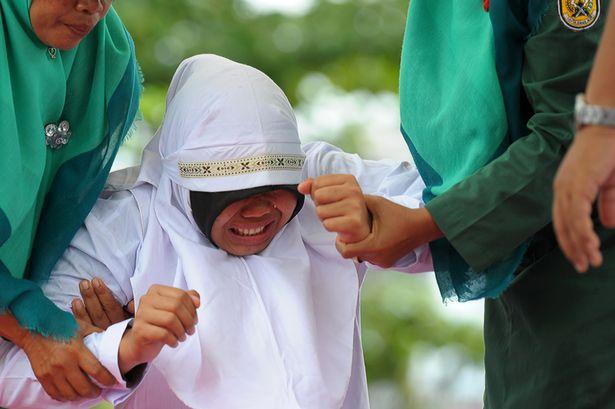 23 جلدة لـ«إندونيسية» بسبب جلسة خلوة مع صديقها