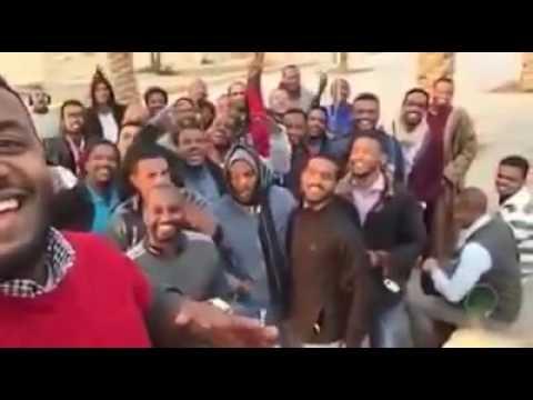 شباب سوداني زي الورد، ضاربين الهم بالفرح.. فيديو سيلفي مبالغة وممتع للغاية