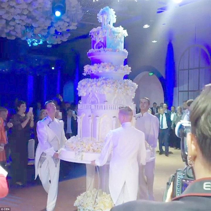 أغلى حفل زفاف لابنة مليونير روسي1