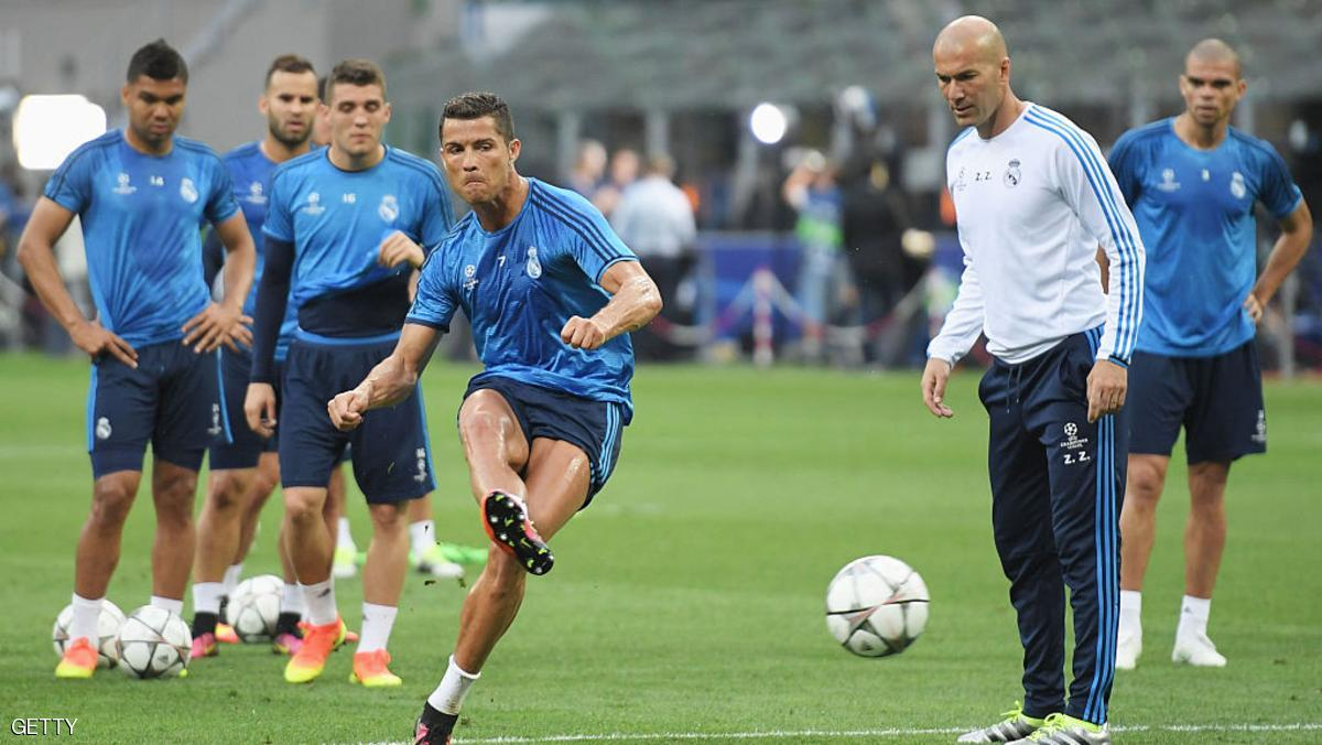 MILAN, ITALY - MAY 27: Cristiano Ronaldo of Real Madrid has a shot as Head coach Zinedine Zidane looks on during a Real Madrid training session on the eve of the UEFA Champions League Final against Atletico de Madrid at Stadio Giuseppe Meazza on May 27, 2016 in Milan, Italy.  (Photo by Matthias Hangst/Getty Images)