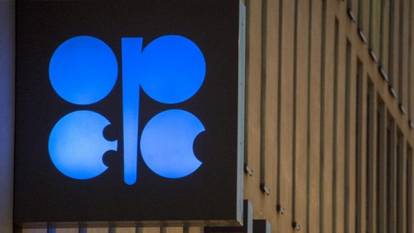 The logo of OPEC is pictured at the OPEC headquarters on the eve of the 171th meeting of the Organization of the Petroleum Exporting Countries in Vienna, on November 29, 2016.  / AFP PHOTO / JOE KLAMAR