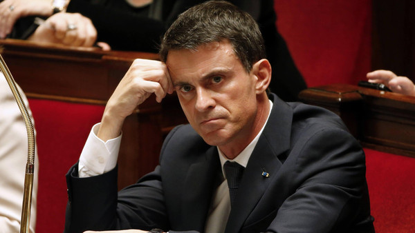 French Prime Minister Manuel Valls attends the questions to the government session at the National Assembly in Paris, France, November 10, 2015.  REUTERS/Charles Platiau