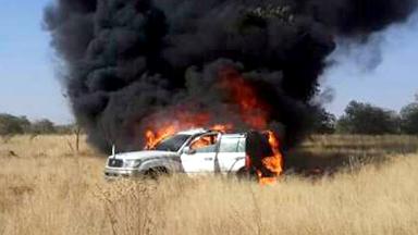نجاة معتمد ومسؤول أمني في شرق دارفور من حريق سيارة دستورية