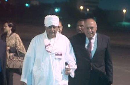 شكرى يصل الخرطوم لبحث تطوير التعاون مع السودان